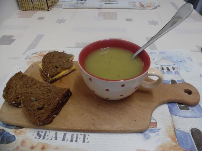 Er gaat niets boven een stevige kom verse soep, en een lekker stukje brood.