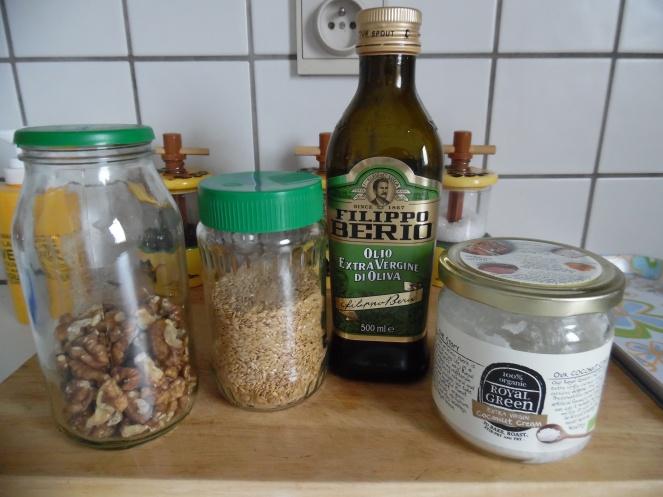 noten, lijnzaad, olijfolie en kokosolie