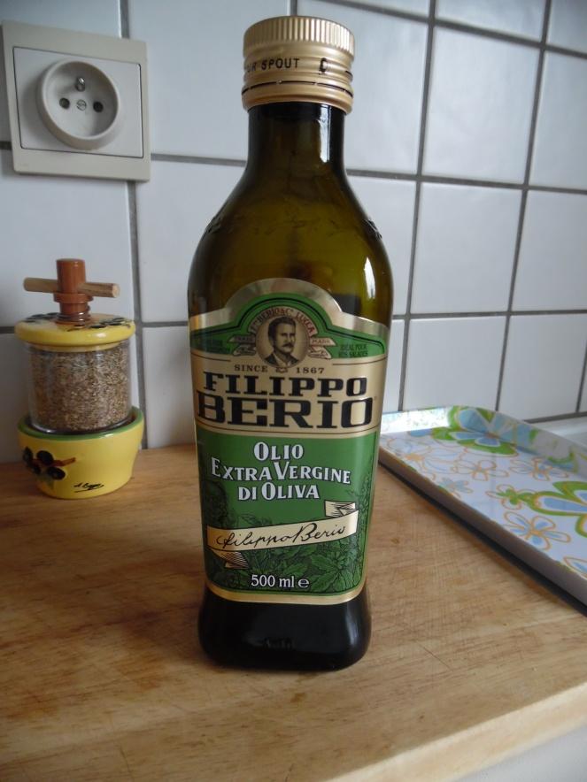 olijfolie in glazen fles