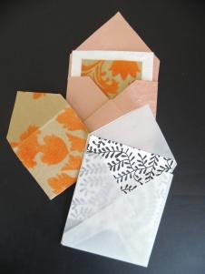 envelop met kalkpapier/handgeschept papier